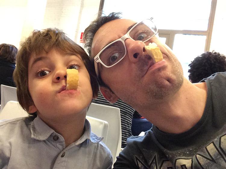 Mi hijo Neo y yo, emprendiendo